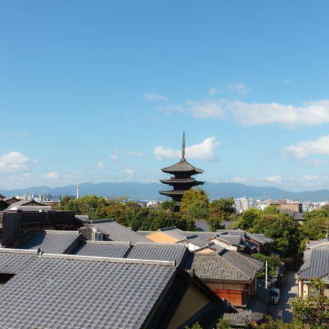 八坂の塔と京の町並み