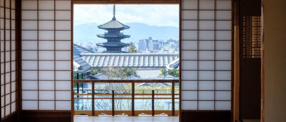 京大和のお部屋から見える八坂の塔
