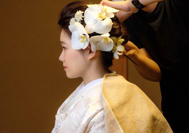 ヘアスタイリング中の花嫁